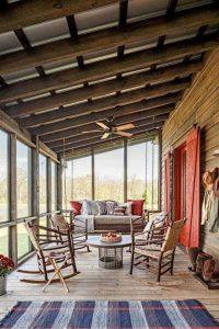 Houten veranda: rustiek en landelijk
