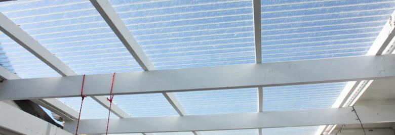 Dakbedekking veranda: polycarbonaat of kunststof